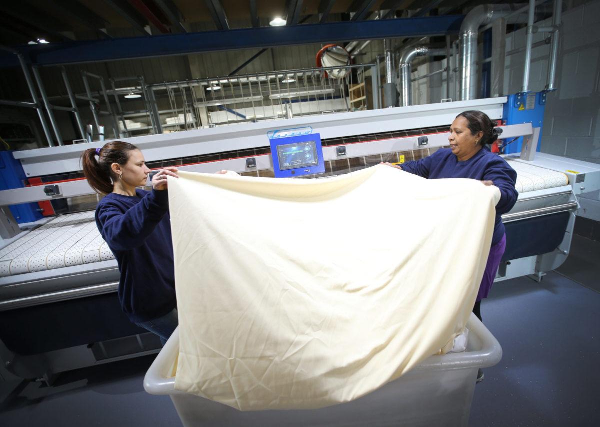 Sécheuse repasseuses à rouleau pour collectivité et blanchisserie