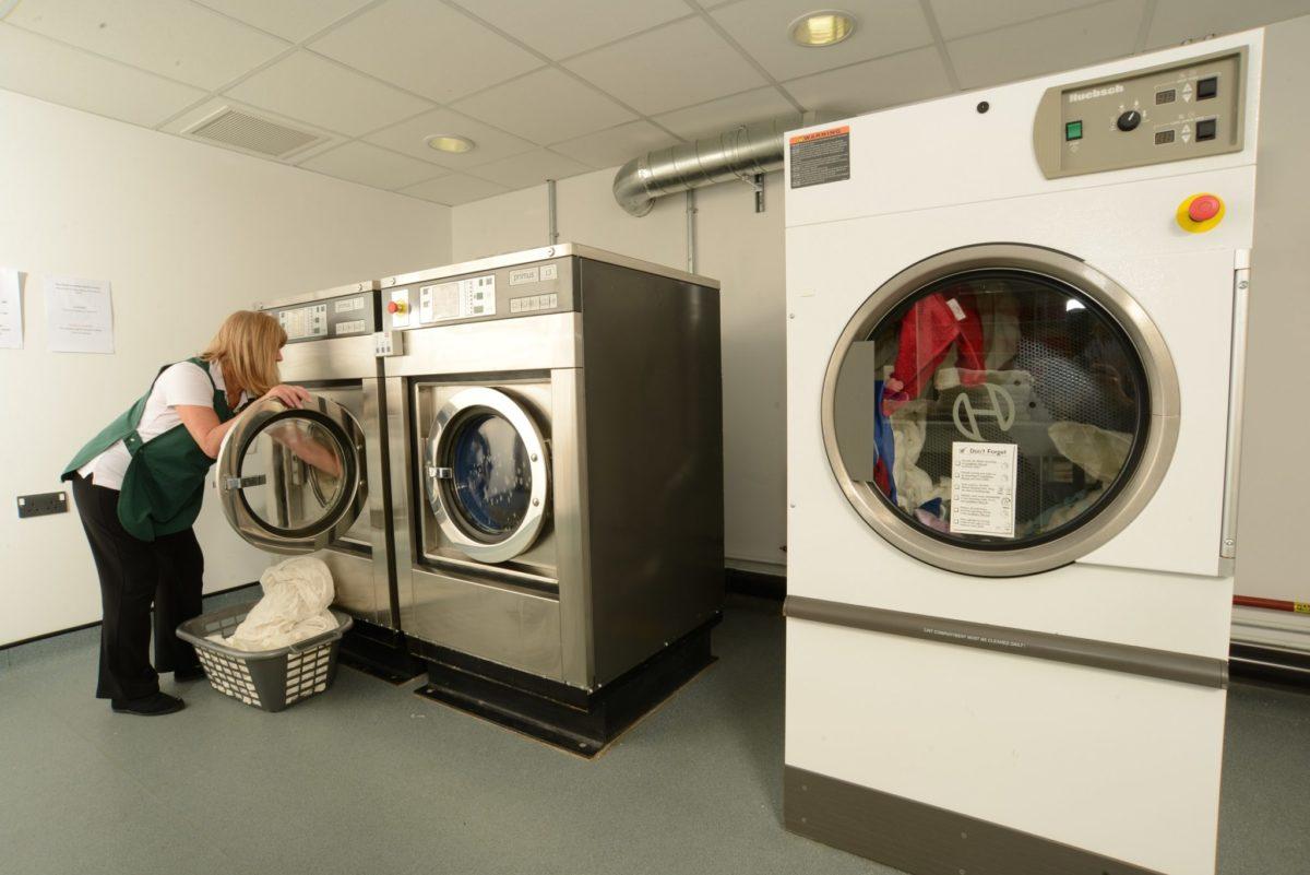 les machines aseptiques proposées par Armstrong France sont adaptées aux contraintes du milieu médicale comme les maison de retraites et Ehpad