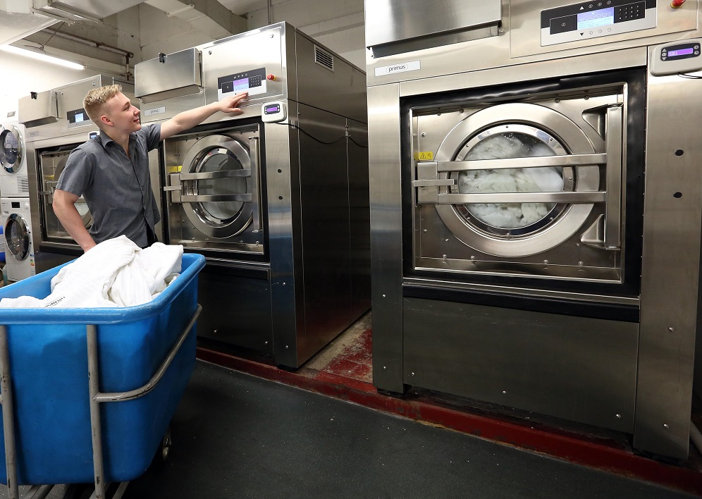 les machines à laver UNIMAC sont très utilisés dans l'industrie, sociétés de nettoyage, les ateliers