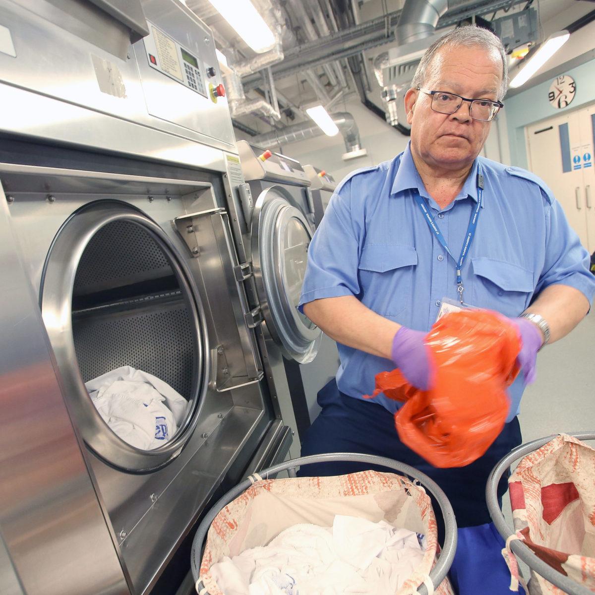 Armstrong France spécialiste du  matériel de blanchisserie dispose de nombreuses références dans les centrales nucléaires, l'industrie textile, les centres pénitentiaires, les C.A.T., l'armée Française