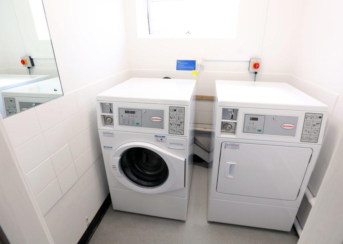 Armstrong France propose un choix de lave-linge et sèche-linge adapté à l'usage des laveries automatiques des campings, résidences hôtelières et de plein air